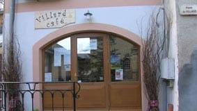 Séance de dédicaces à Villard Café, dans le village de Villard sur Doron en Savoie