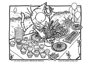 Le chat Niversaire prépare le buffet d'anniversaire